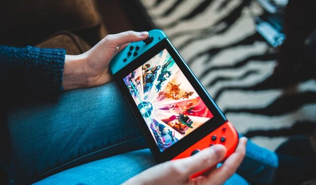Mobile games to play with friends on the phone